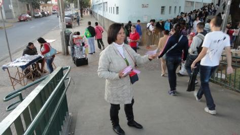 Evangelismo no Metrô, Passarela Carlos Prates, dia 25jun14 (29)
