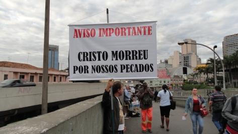 Evangelismo no Metrô, Passarela Carlos Prates, dia 25jun14 (4)