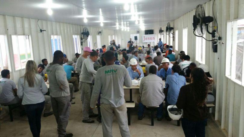 Dias 06 a 10 abril15, Cafés da manhã e almoços em Macaé, MRV (22)