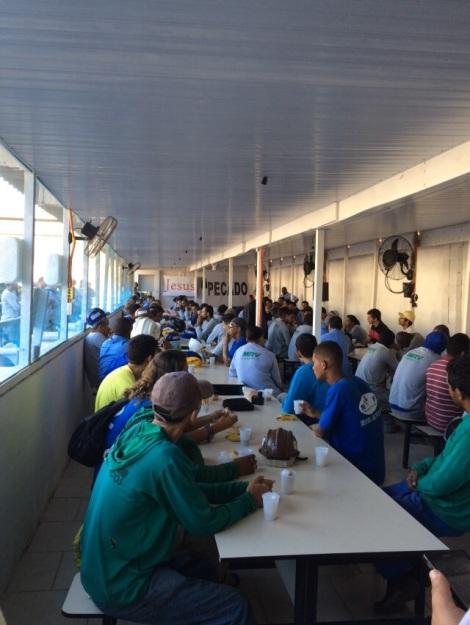 Dias 06 a 10 abril15, Cafés da manhã e almoços em Macaé, MRV (36)