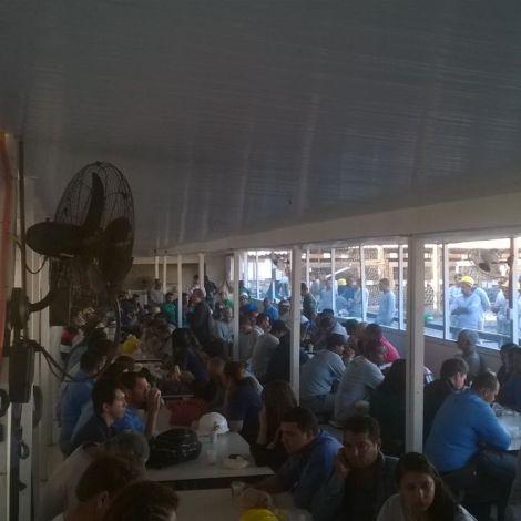 Dias 06 a 10 abril15, Cafés da manhã e almoços em Macaé, MRV (38)