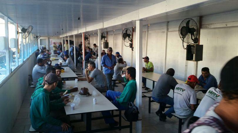 Dias 06 a 10 abril15, Cafés da manhã e almoços em Macaé, MRV (45)